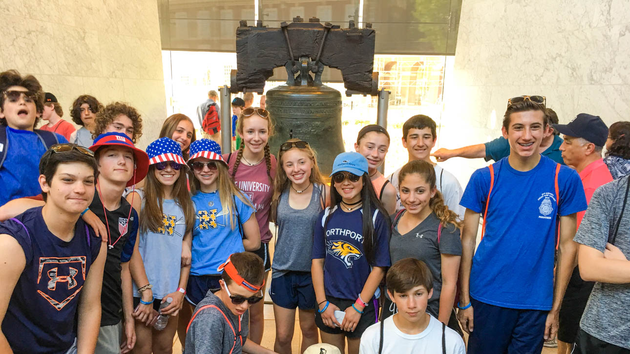 Group of students smiling in front fo the Liberty Bell in Philadelphia